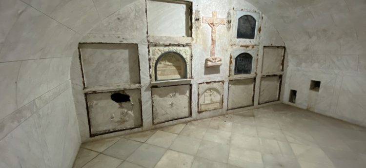 Abierta y documentada la Cripta de la Capilla Dorada después de 100 años.